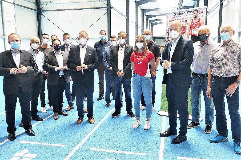 Treffpunkt neue Leichtathletikhalle am Rhein-Wied-Stadion Neuwied