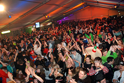 Nadda J�hh: Herdorf l�dt zum Karneval im Festzelt