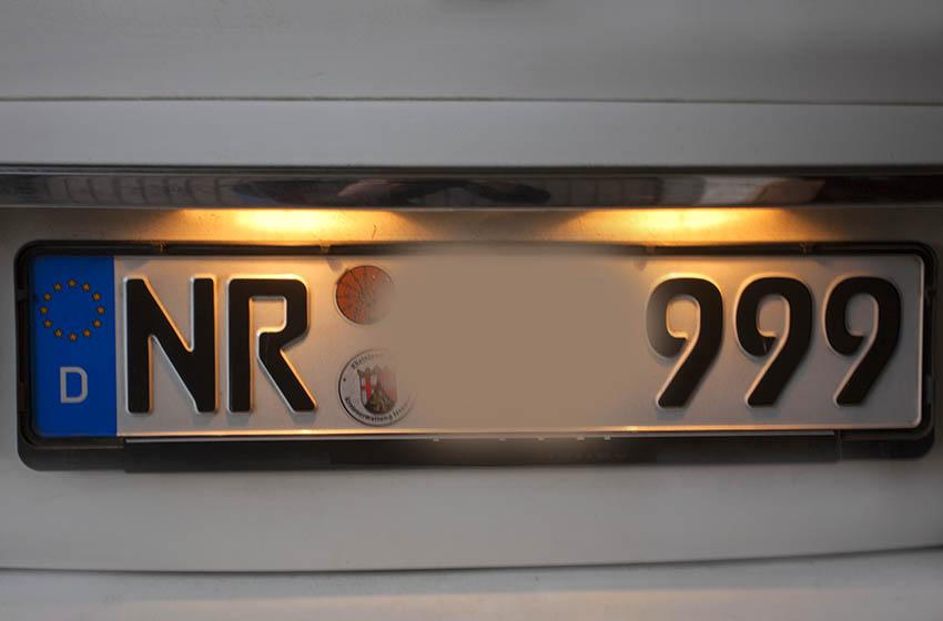 Was tun, wenn das Nummernschild am Auto plötzlich weg ist?