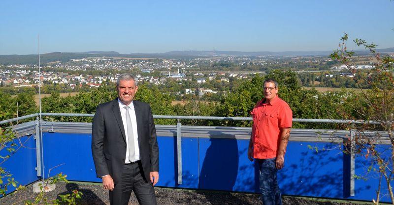Holger Buß im Gespräch mit Guido Wernert, Geschäftsführer der Krankenhausgesellschaft (links). Foto: privat