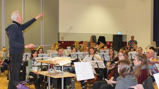 Mit dem Profi: Dirigenten- und Orchesterworkshop in Morsbach