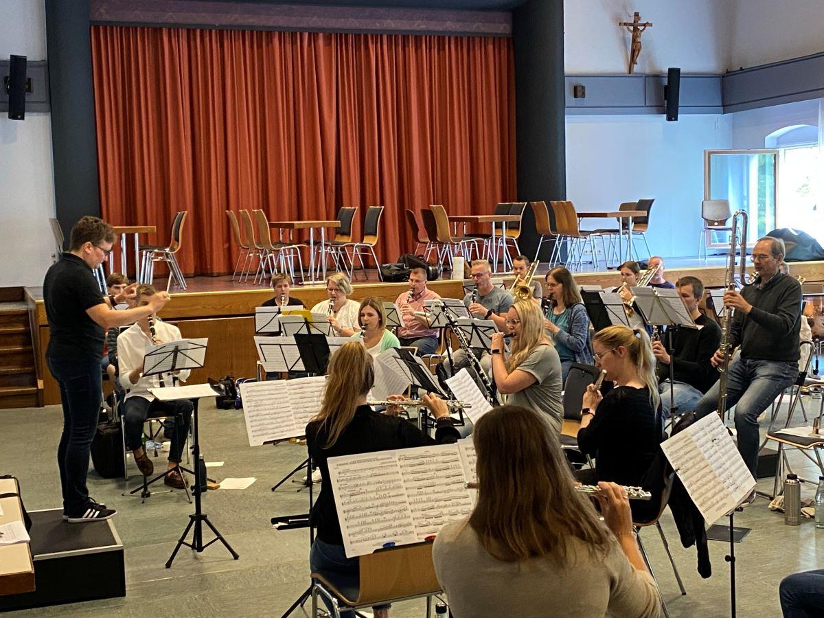 Blasorchester Kreismusikverband AK probt für Auftaktkonzert