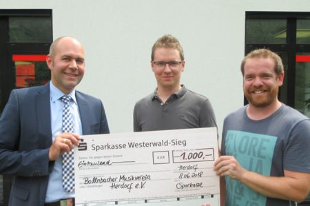 Nachwuchsf�rderung: Spende f�r Bollnbacher Musikverein