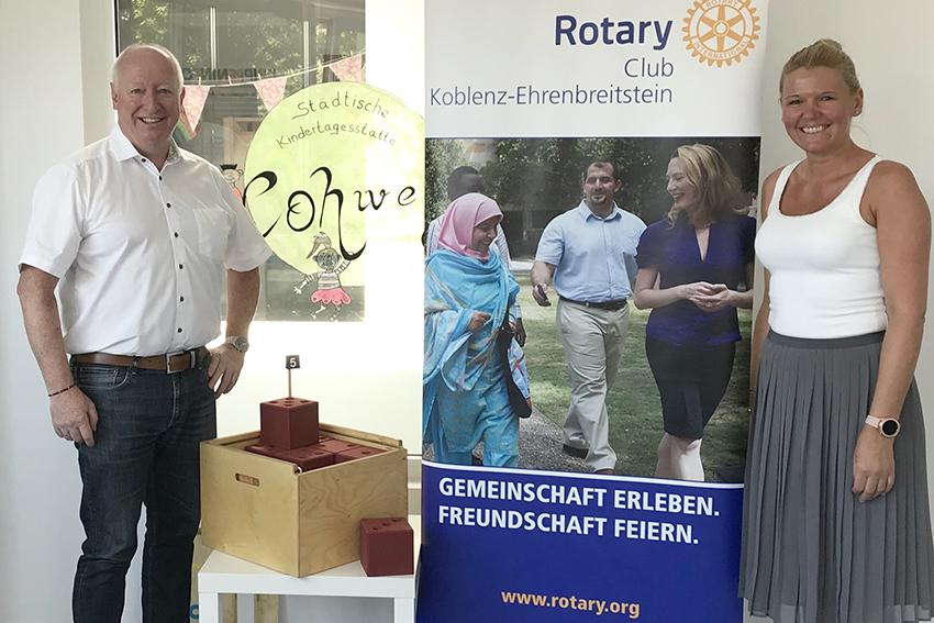 Rotary-Club Koblenz-Ehrenbreitstein spendet Mathe-Kisten