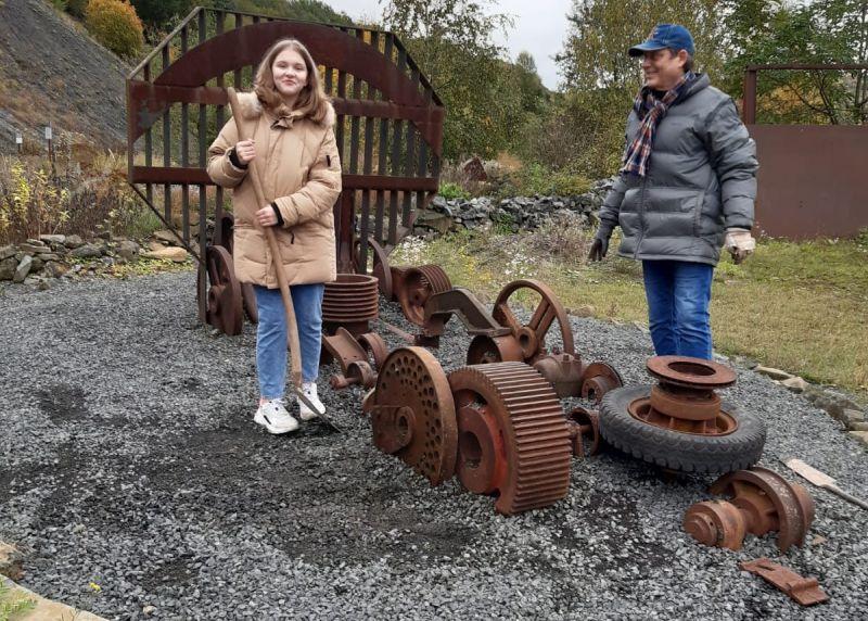 Produktiver Bildhauertag im Stöffel-Park