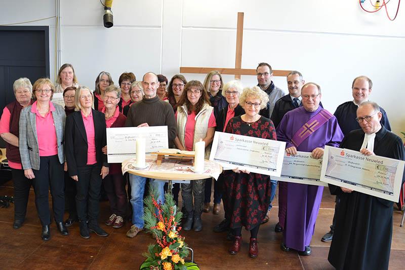 Ökumenischer Gottesdienst im Feuerwehrhaus - Agendafrauen überreichen Spenden