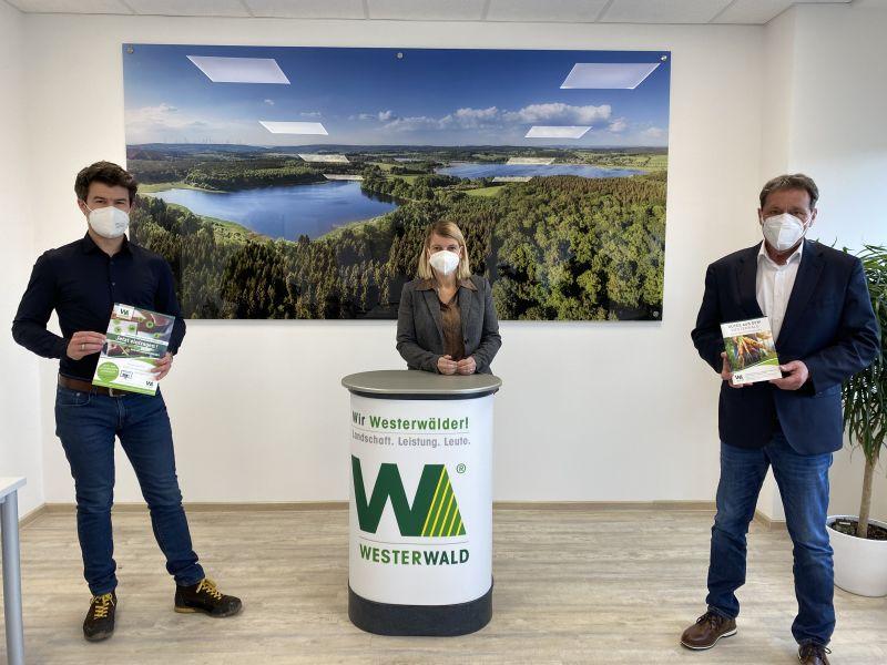 """Von links: Stefan Leukel, Sandra Köster und Achim Schwickert in der Dierdorfer Geschäftsstelle der Gemeinschaftsinitiative """"Wir Westerwälder"""". Foto: privat"""
