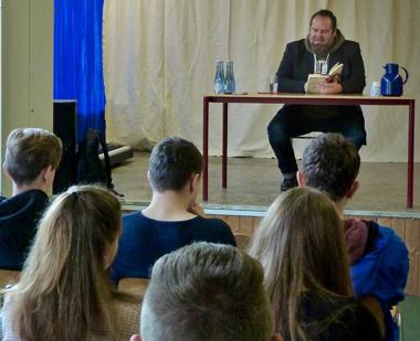 Lesung mit Christian Linker traf den Nerv der Jugendlichen
