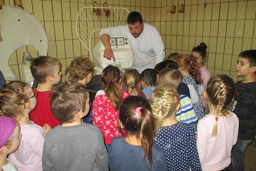 Vorschulkinder lernen Backstube kennen