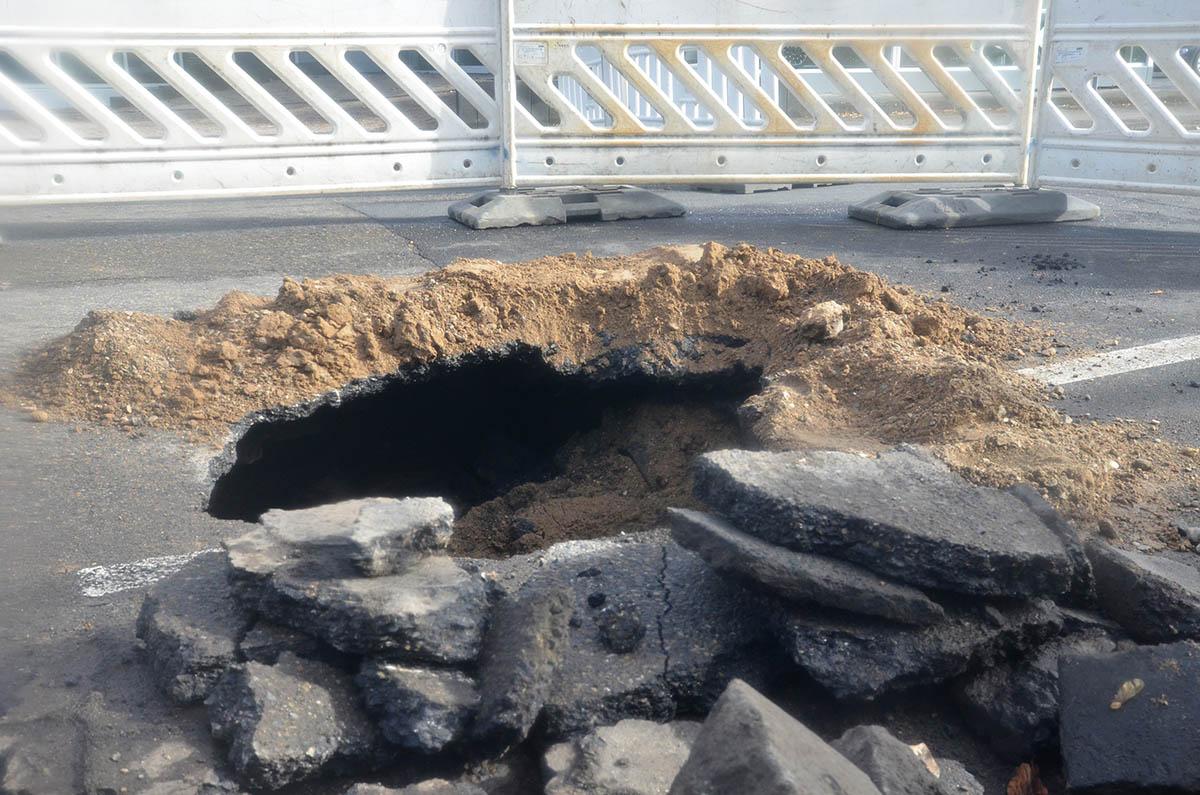 Langendorfer Straße: Loch entstand durch abgesackte Leitung