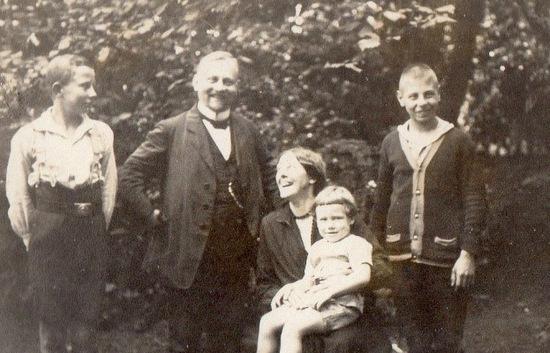 Theodor Maas gibt dem Gemeindehaus seinen neuen Namen