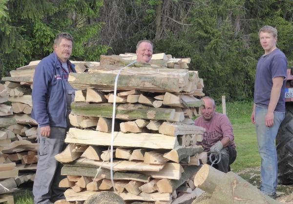 Heimische Holzkohle machen: B�rgerverein F�rthen l�dt zur Meilerwoche