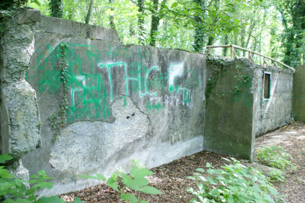 Gedenkstätte für Zwangsarbeiter mit Nazi-Symbolik beschmiert