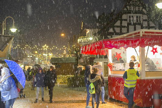 Weihnachtsmarkt in Niederfischbach mit Wundertüte und Tombola
