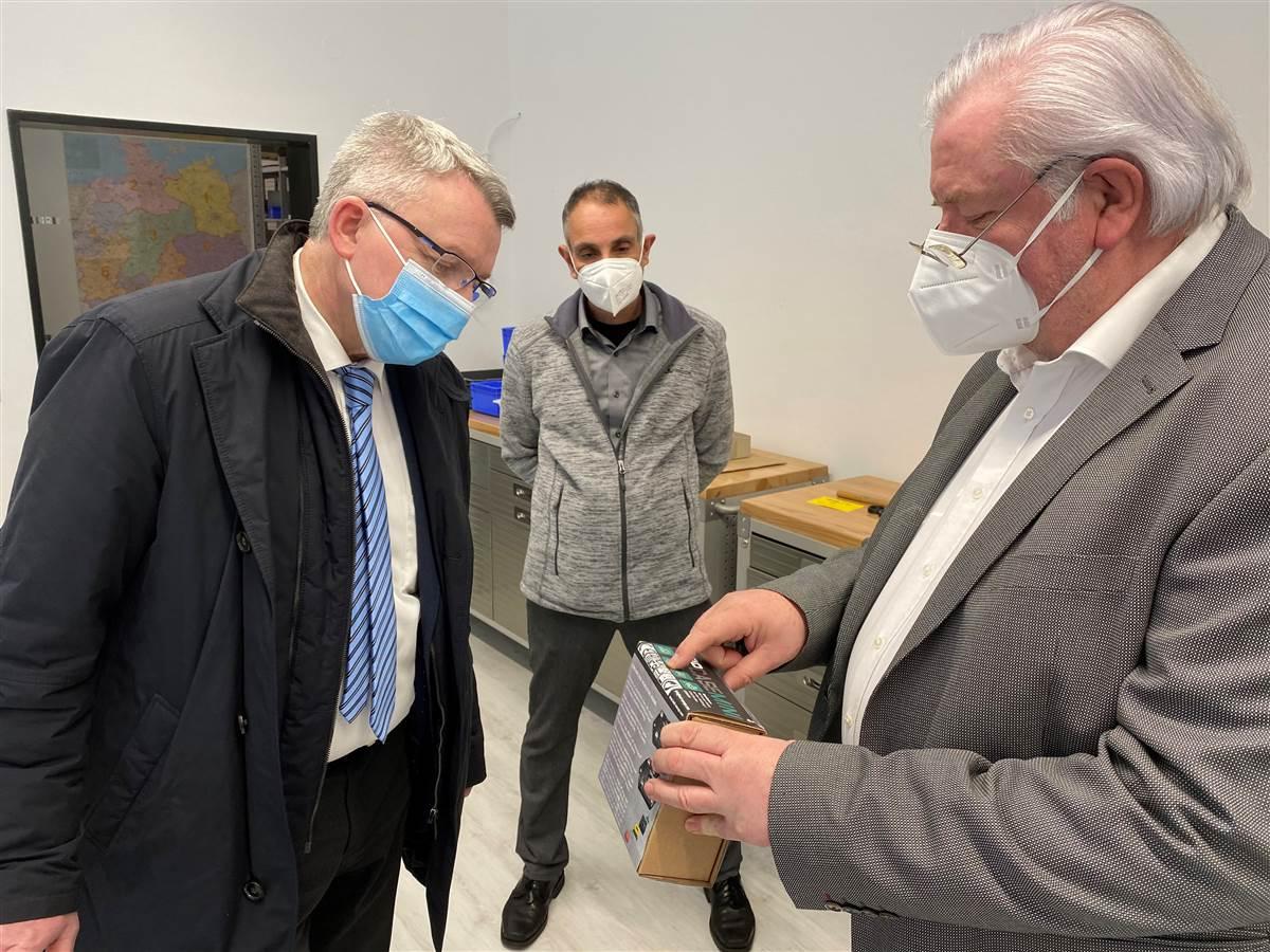 VG Kirchen: Bürgermeister-Kandidat Conrad Gast beim Mittelständler