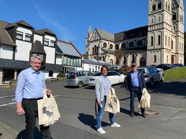 Niederfischbach: CDU-Bürgermeisterkandidat informierte sich über Stand Kirchplatz-Neugestaltung