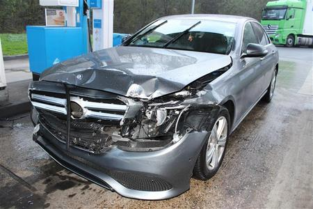 Mercedes-Fahrer fuhr nach Autobahnunfall einfach weiter