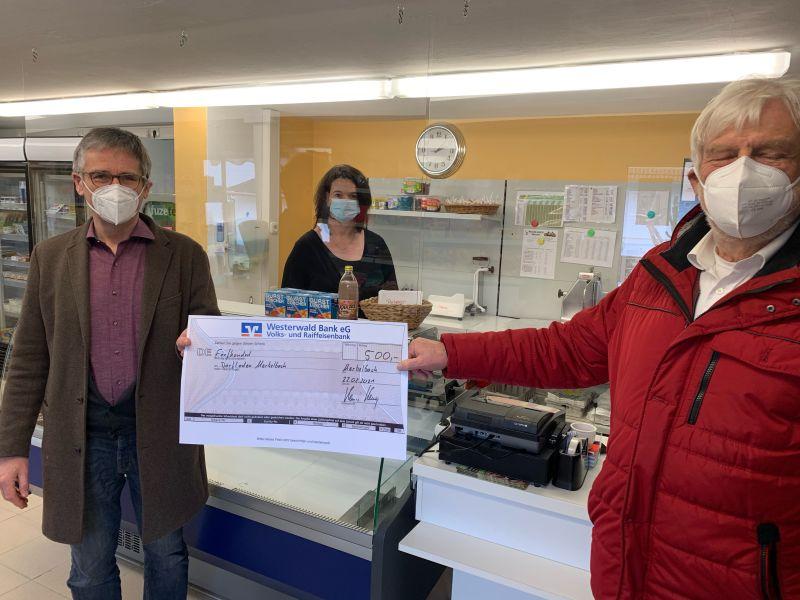 Hendrik Hering unterstützt den Dorfladen Merkelbach