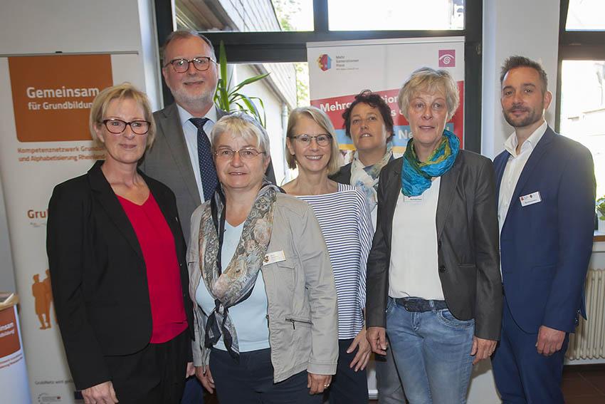 Von links: Wiebke Birk-Engel, Karl-Ernst Starfeld, Doris Eyl-Müller, Birgit Bayer, Heike Peifer, Beatrix Röder-Simon, Nils Zimmermann. Fotos: Agentur für Arbeit