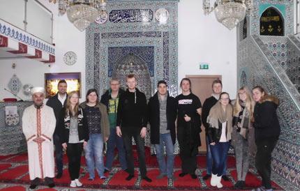 Exkursion, Diskussion und Filmdreh in der Moschee