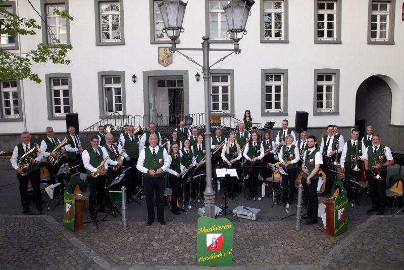 Den Mai in Herschbach musikalisch begrüßt