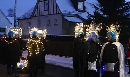 Beim Nachtumzug in Elkenroth fiel die Gruppe mit Glitzereffekt und einer Superstimmung auf. Fotos: gw