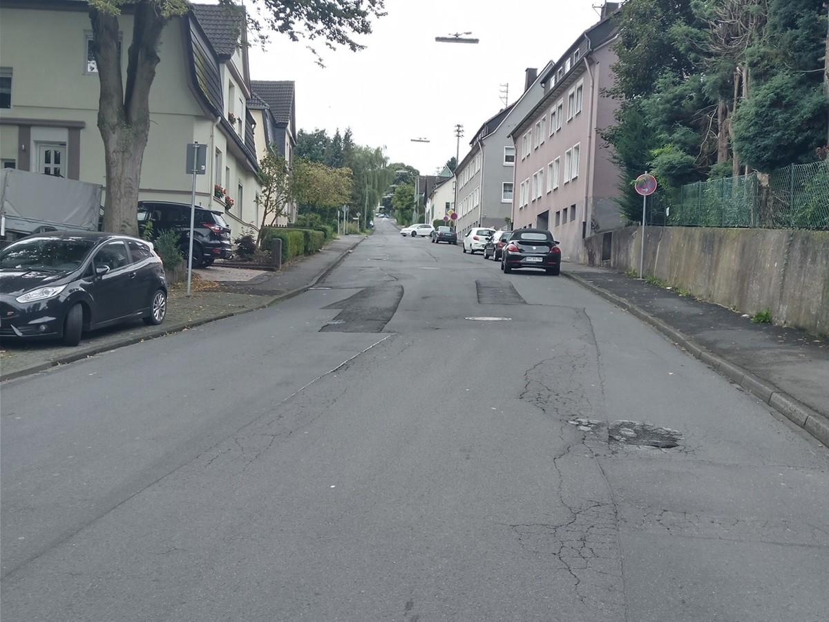 """Nassauer Straße in Wissen: """"Holperpiste mit vielen Löchern"""""""