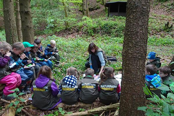 Blaulichtgruppe auf Entdeckertour im Naturpark
