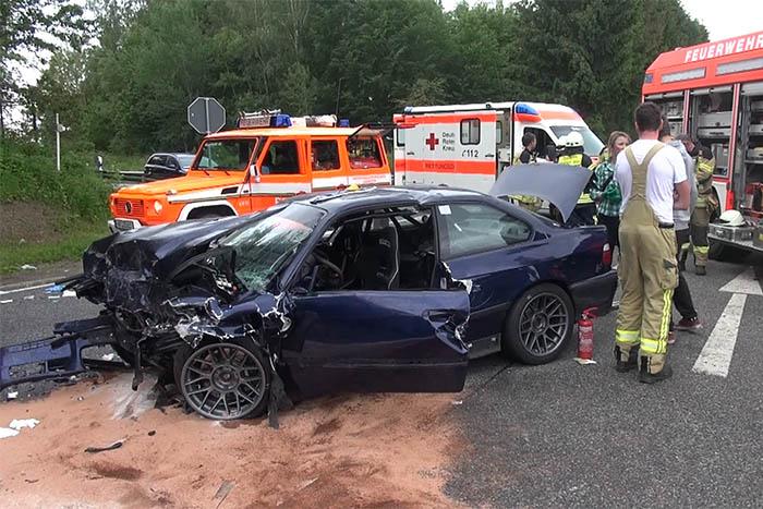 Drei Schwerverletzte bei Frontalcrash bei Neustadt