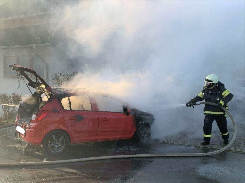 Fahrzeugbrand in Niederahr