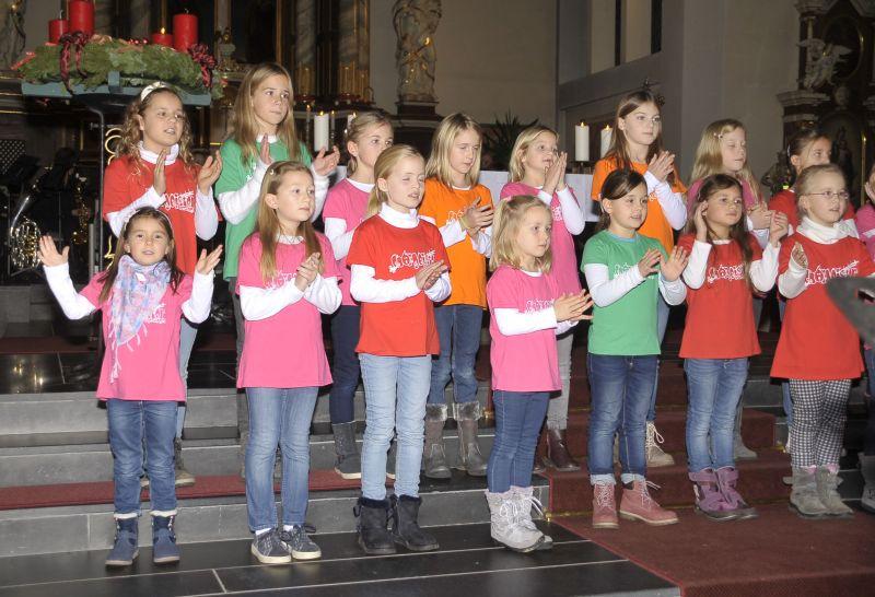 Weihnachtskonzert Hundsangen mit vielen Sängern