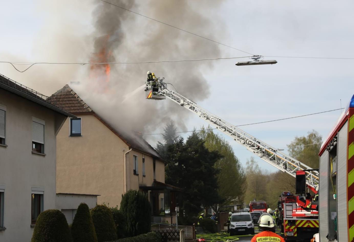 Großbrand in Kleinholbach - Bewohnerin in letzter Sekunde gerettet