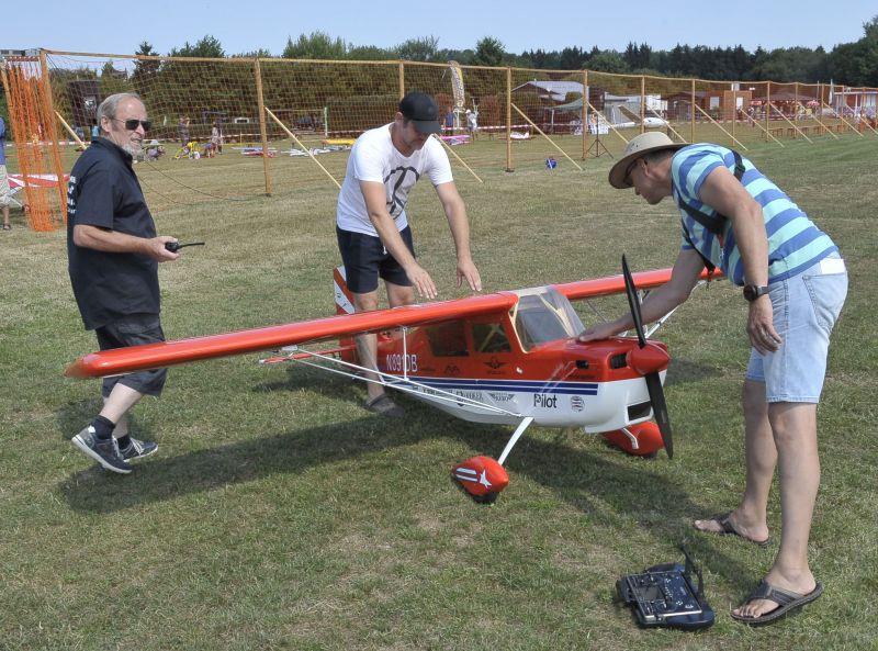 Heiße Modellflugtage auf Flugplatz Ailertchen