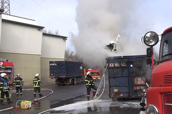 Auf Mülldeponie Linkenbach gerät Container in Brand