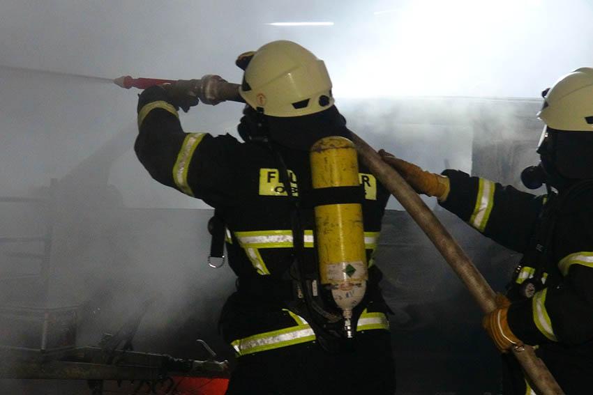 Schuppen und zwei Fahrzeuge brennen in Lautzert ab