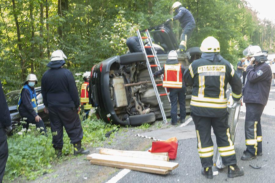 Frontalzusammenstoß auf L 258 bei Dierdorf fordert Feuerwehr