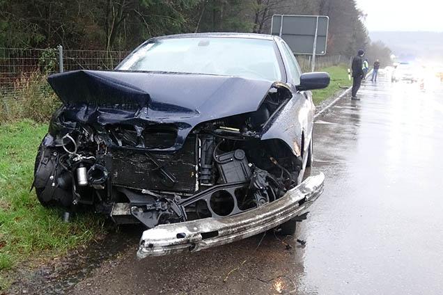 Zu schnell auf nasser Fahrbahn: Unfall auf Autobahn A 3