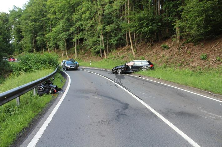Verkehrsunfall auf der B 256 zwischen Flammersfeld und Bruchermühle