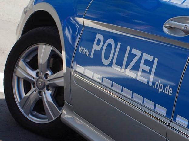 Betzdorf: Sachbeschädigungen an Fahrzeugen in Kölner Straße und Parkdeck