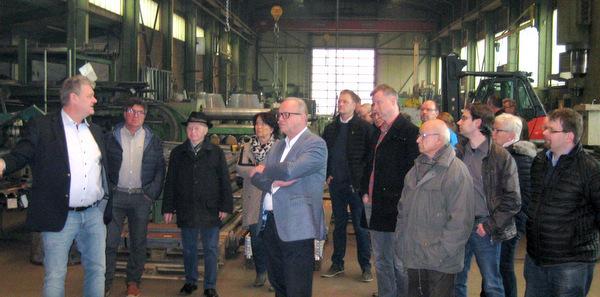 Gemeinsam mit dem heimischen Landtagsabgeordneten und Landratskandidaten Dr. Peter Enders besuchten Mitglieder der CDU-Verbände Herdorf und Daaden das Friedewälder Familienunternehmen Mudersbach. (Foto: CDU)