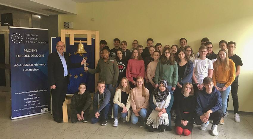 MdL Michael W�schenbach erneut zu Besuch an Daadener Schule