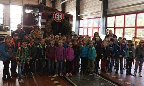 Grundschule Wissen zu Besuch bei der Westerwaldbahn