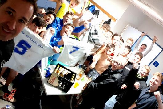 Top-Stimmung in der Wissener Kabine nach dem Pokal-Sieg gegen TuS Koblenz. (Foto: JSG Wisserland)
