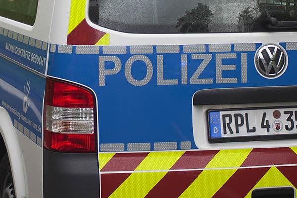 Polizei Neuwied: Verkehrsunfälle und brennender PKW