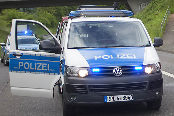 Mercedes CLK gefährdet andere Verkehrsteilnehmer und wird gestellt