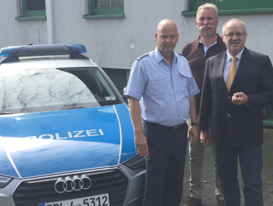 Erster Polizeihauptkommissar Hans-Christian Schlemm, Erster Kriminalhauptkommissar Jürgen Kugelmeier und Landtagsabgeordneter Dr. Peter Enders (von links). Foto: pr