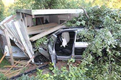 Auto landete im H�hnerstall in Friesenhagen