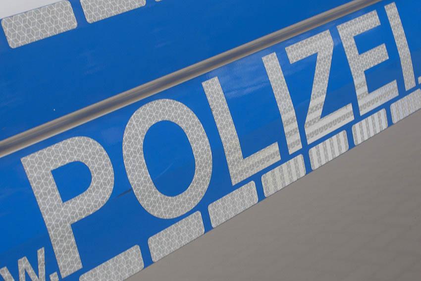 Unfallflüchtiger beschimpft Zeugen in Hausen und fährt davon