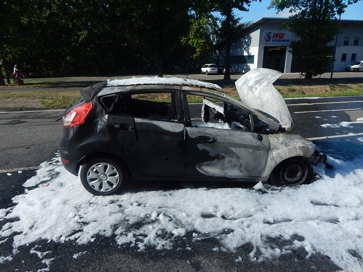 Vettelschoß - Verkehrsunfall mit PKW-Vollbrand
