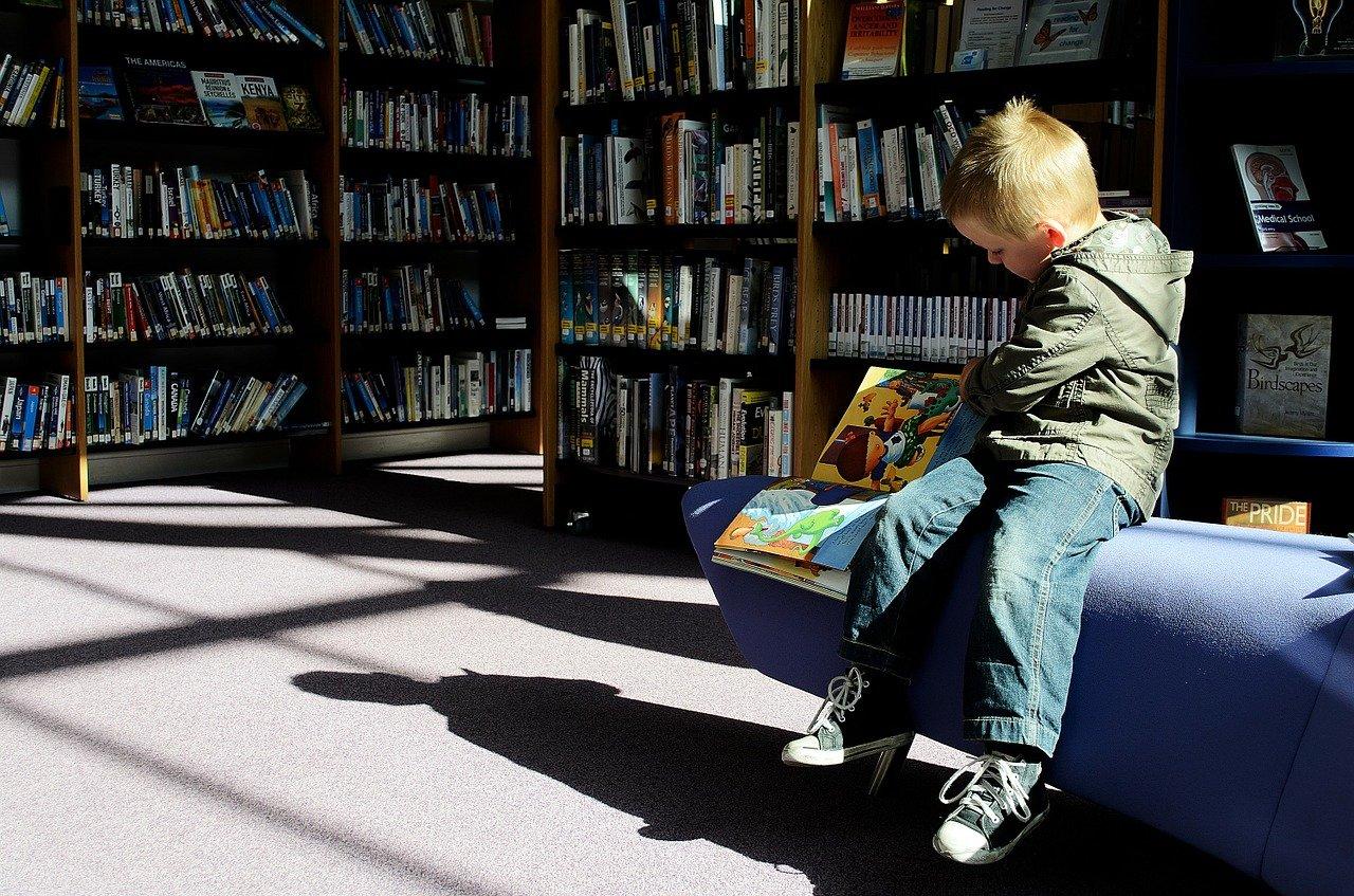 """Der """"Welttag des Buches"""" soll Kinder fürs Lesen begeistern. Auch in Betzdorf und Altenkirchen sind rund 550 Schüler bei der Aktion """"Ich schenk dir eine Geschichte"""" dabei. (Symbolbild)"""